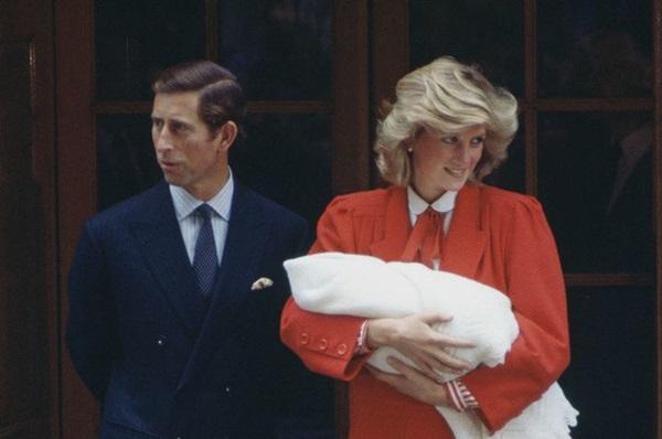 Vì sao Công nương Diana không tiết lộ chuyện mình mang thai Harry cho Thái tử Charles?-1