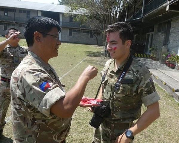 Thông tin đặc biệt về con trai Mr Bean: Là trung uý trong quân đội Anh, ngoại hình giống hệt bố-3
