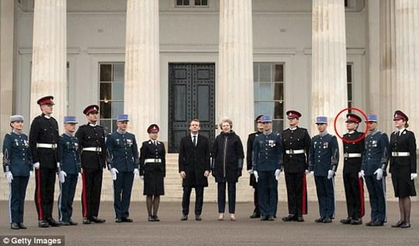 Thông tin đặc biệt về con trai Mr Bean: Là trung uý trong quân đội Anh, ngoại hình giống hệt bố-5