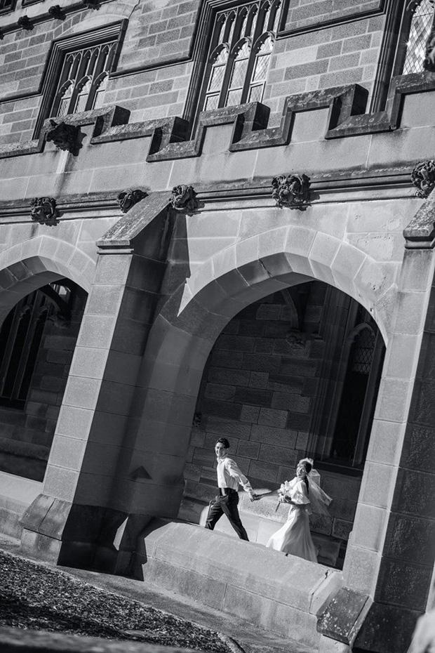 Đông Nhi tung trọn bộ ảnh cưới đầy cảm xúc ở Sydney cùng Ông Cao Thắng, đỉnh thế này mà ekip chỉ vọn vẹn 2 người-6