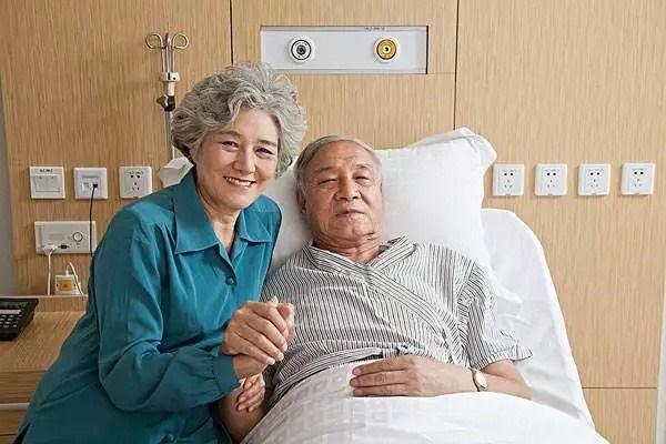 """Vợ mắc ung thư vú 28 năm, chồng ung thư trực tràng 22 năm vẫn sống khỏe nhờ 3 bí quyết tự cứu nhau"""" ngàn người khâm phục-1"""