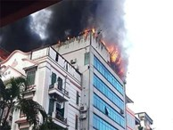 Cháy lớn tại Hà Nội, khói đen bốc nghi ngút khiến nhiều người dân lo lắng