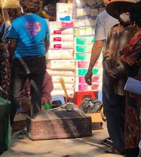 Người dân bàng hoàng phát hiện thi thể trẻ sơ sinh trong thùng rác-2