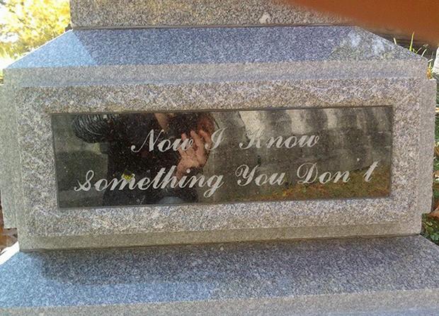 Những câu nói cực lầy khắc trên bia mộ khiến Thượng đế cũng phải cười khi đọc được-8
