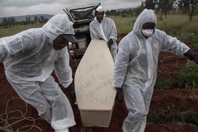 Bi kịch của khủng hoảng di cư toàn cầu: Hàng nghìn ngôi mộ vô danh, thi thể chất chồng nơi biên giới và người thân đợi chờ đến tuyệt vọng-3