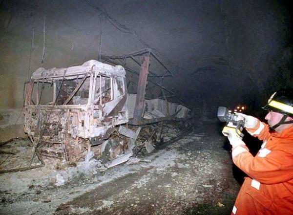 39 người bị thiêu rụi trong vụ hỏa hoạn đường hầm Châu Âu: Ngọn lửa 1200 độ C kéo dài 53 tiếng từ xe chở bơ thực vật để lại nỗi ám ảnh khôn nguôi-4