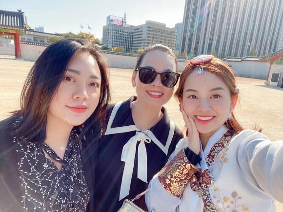 Ly Kute khoe ảnh cùng gia đình du lịch Hàn Quốc, nhưng ngoại hình bố mẹ cô mới là điều khiến dân mạng bất ngờ-4