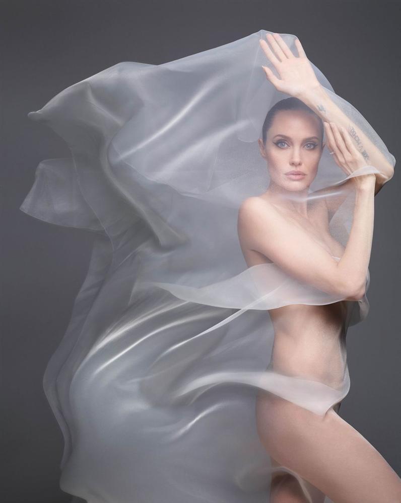Angelina Jolie khỏa thân chụp ảnh nổi loạn-2