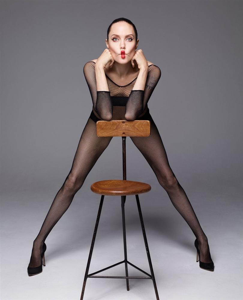 Angelina Jolie khỏa thân chụp ảnh nổi loạn-3