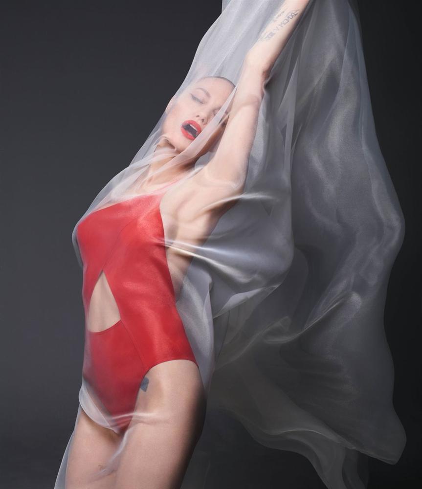 Angelina Jolie khỏa thân chụp ảnh nổi loạn-4