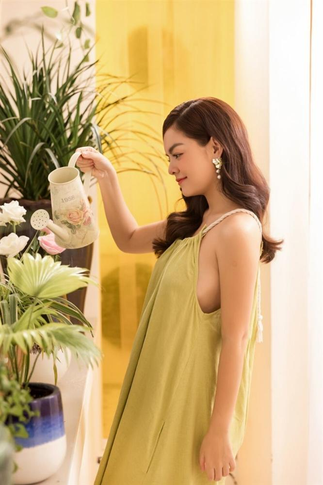 Phạm Quỳnh Anh hóa gái ế, tán tỉnh trai trẻ trong MV mới-3