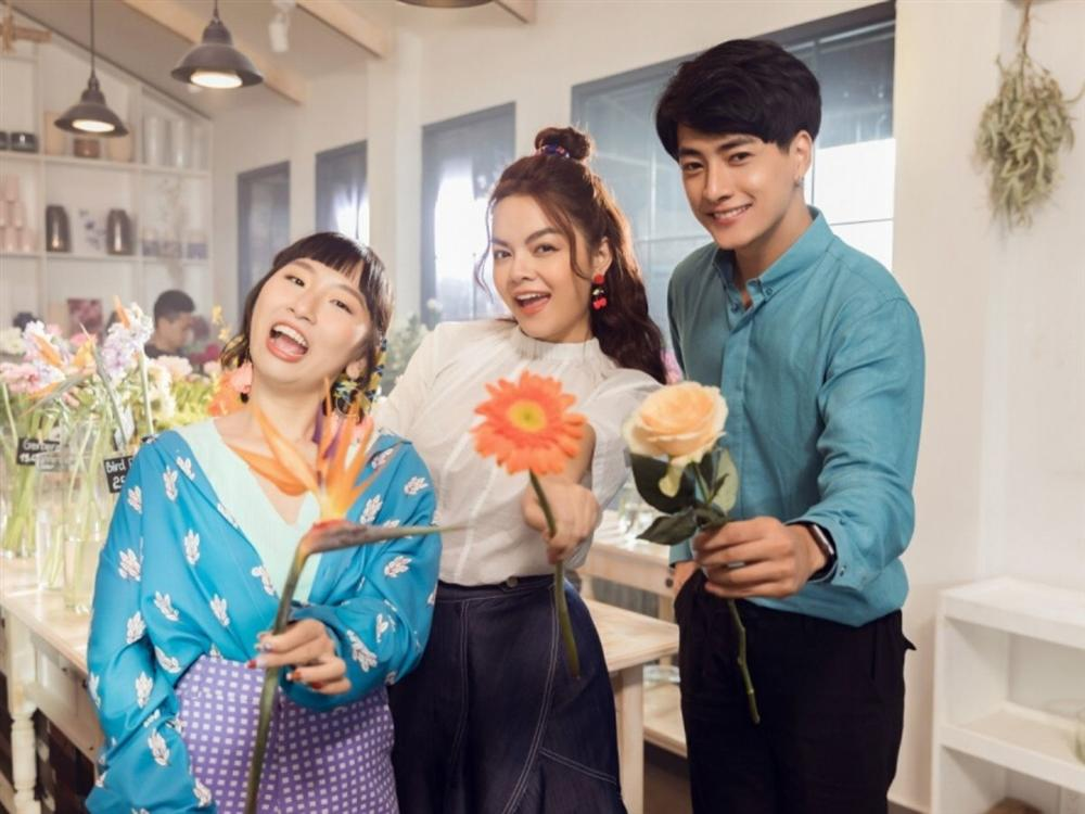 Phạm Quỳnh Anh hóa gái ế, tán tỉnh trai trẻ trong MV mới-4