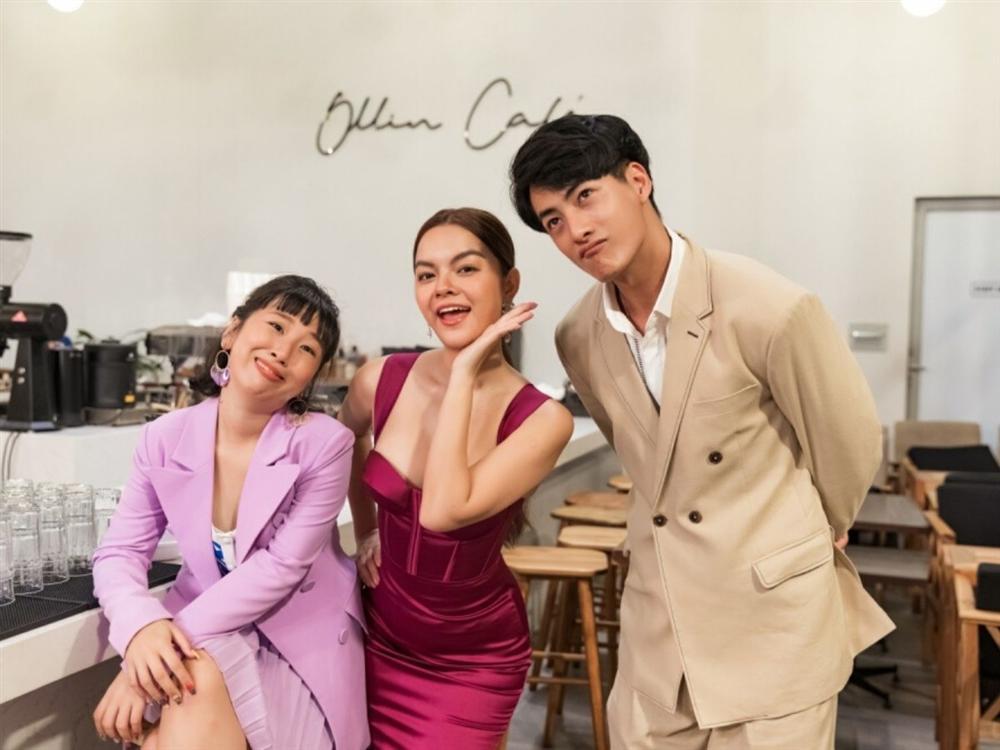 Phạm Quỳnh Anh hóa gái ế, tán tỉnh trai trẻ trong MV mới-11