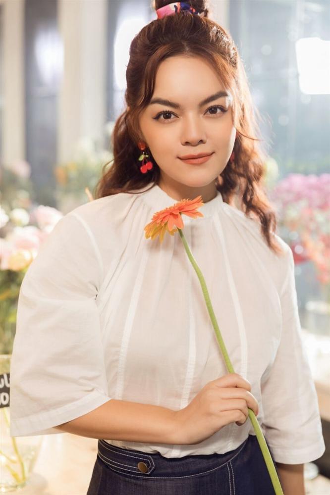 Phạm Quỳnh Anh hóa gái ế, tán tỉnh trai trẻ trong MV mới-8