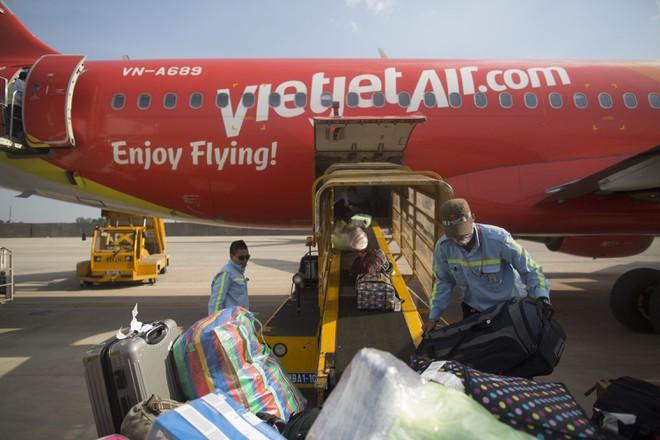 Khách phàn nàn hành lý bị vỡ, chậm bồi thường, Vietjet Air nói gì?-1