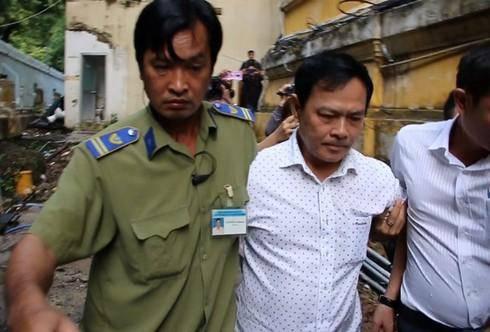 Sàm sỡ bé gái trong thang máy ở chung cư, Nguyễn Hữu Linh lĩnh y án 18 tháng tù-1