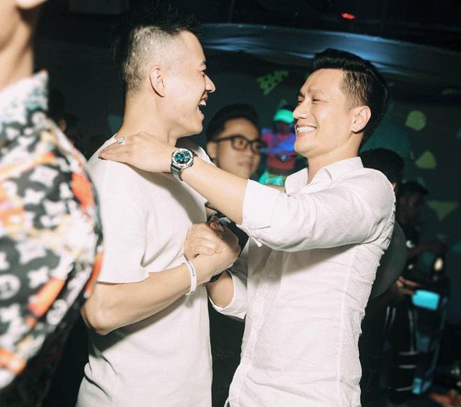 Việt Anh tích cực quay clip cận mặt sau hàng loạt tranh cãi chuyện thẩm mỹ nhưng vẫn bị phản ứng trái chiều-2
