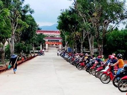 """""""Xếp hàng đón con"""" lan tỏa đến hơn 140 trường học ở Hà Tĩnh"""