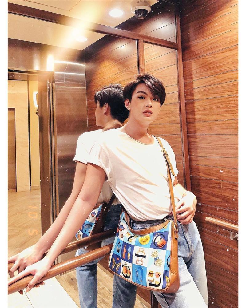 Đào Bá Lộc khoe street style như bán vé số - Linh Ka mặc áo 1 gang khoe eo thon như Ngọc Trinh-1