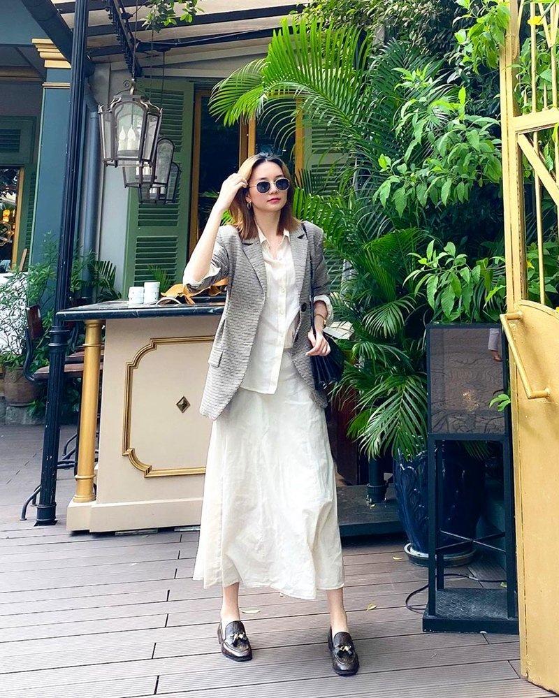 Đào Bá Lộc khoe street style như bán vé số - Linh Ka mặc áo 1 gang khoe eo thon như Ngọc Trinh-7