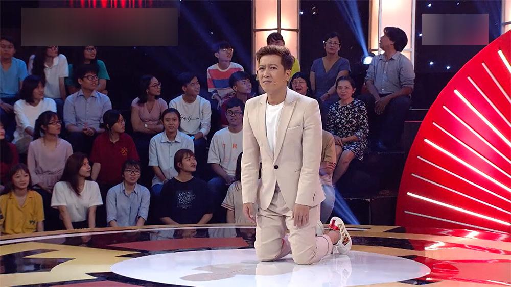Trấn Thành, Trường Giang, Ngô Kiến Huy bị bắt quỳ gối giữa sân khấu-4
