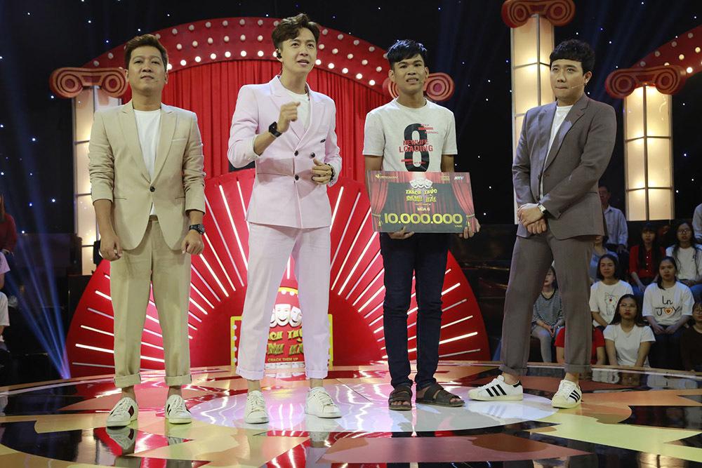 Trấn Thành, Trường Giang, Ngô Kiến Huy bị bắt quỳ gối giữa sân khấu-11