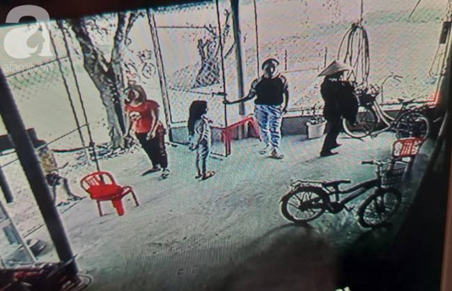 Vụ bà nhẫn tâm sát hại cháu ở Nghệ An: Bí ẩn hoa cúng nghi can mang theo ra hiện trường-6