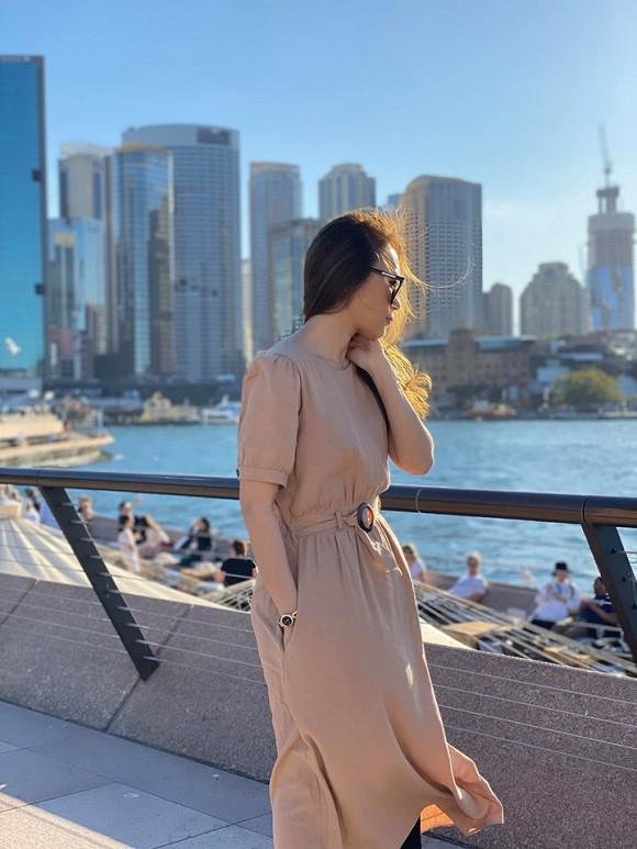 Kết thúc show diễn ở Úc, Mỹ Tâm diện đồ sương sương thảnh thơi đi dạo-6