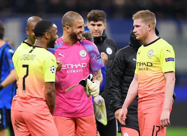 Ngày đen đủi của nhà vô địch nước Anh tại Champions League: Thủ môn số 1 chấn thương, thủ môn thứ 2 vào thay rồi ăn thẻ đỏ-5