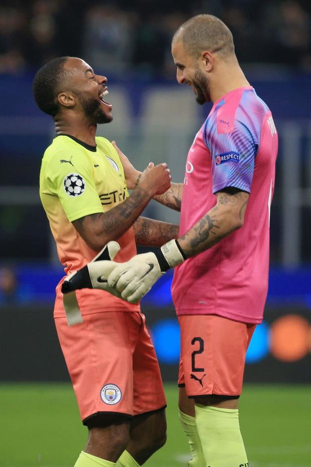 Ngày đen đủi của nhà vô địch nước Anh tại Champions League: Thủ môn số 1 chấn thương, thủ môn thứ 2 vào thay rồi ăn thẻ đỏ-6