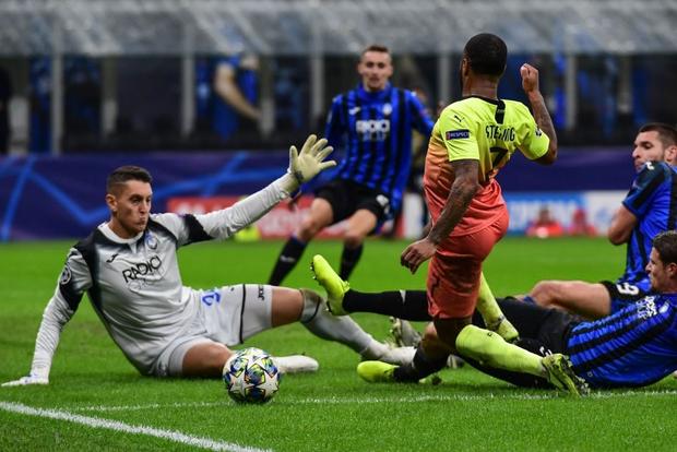 Ngày đen đủi của nhà vô địch nước Anh tại Champions League: Thủ môn số 1 chấn thương, thủ môn thứ 2 vào thay rồi ăn thẻ đỏ-7