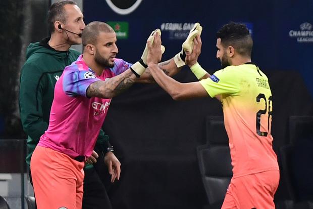 Ngày đen đủi của nhà vô địch nước Anh tại Champions League: Thủ môn số 1 chấn thương, thủ môn thứ 2 vào thay rồi ăn thẻ đỏ-4
