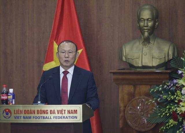 HLV Park Hang Seo chia sẻ xúc động trong ngày gia hạn hợp đồng với VFF-1