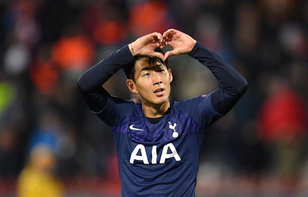 Khoảnh khắc xúc động: Son Heung-min từ chối ăn mừng sau khi ghi bàn, chắp tay và cúi đầu xin lỗi cầu thủ bị anh làm gãy chân-4