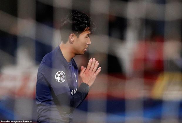 Khoảnh khắc xúc động: Son Heung-min từ chối ăn mừng sau khi ghi bàn, chắp tay và cúi đầu xin lỗi cầu thủ bị anh làm gãy chân-2