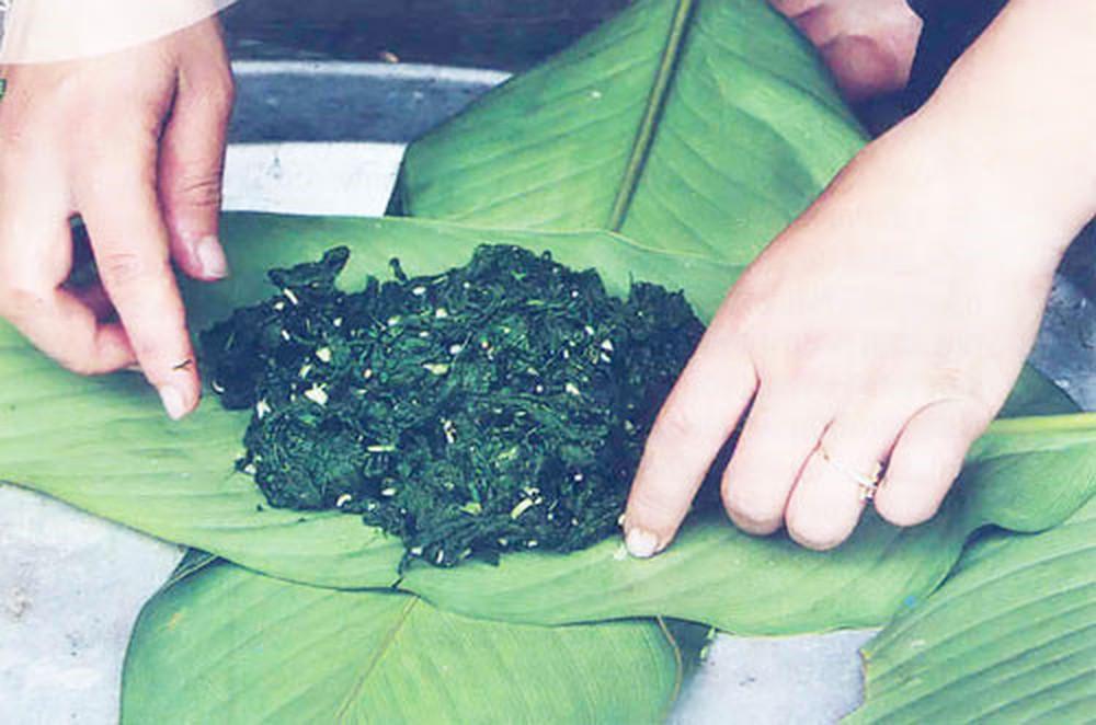 Lên Tây Bắc thưởng thức món rêu nướng độc đáo và đặc sắc của đồng bào người Thái-1