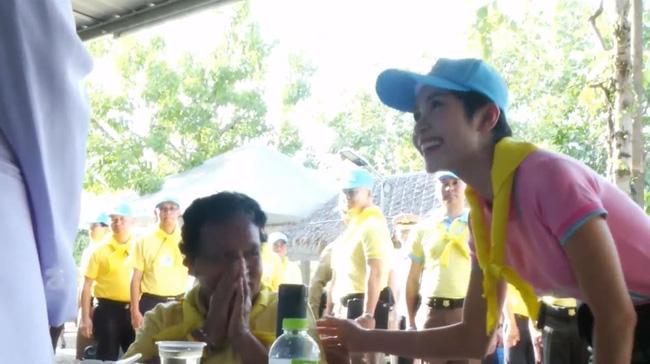 Sau hơn nửa tháng bị phế truất, hình ảnh cuối cùng của Hoàng quý phi Thái Lan bị rò rỉ khiến cộng đồng mạng phát sốt-2