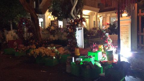 Sát giờ diễn ra lễ cưới, Đông Nhi nhá hàng khung cảnh tràn ngập hoa được chuẩn bị cho lễ vu quy, người hâm mộ thi nhau vào chúc mừng-5