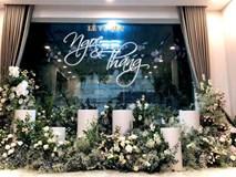 Sát giờ diễn ra lễ cưới, Đông Nhi nhá hàng khung cảnh tràn ngập hoa được chuẩn bị cho lễ vu quy, người hâm mộ thi nhau vào chúc mừng