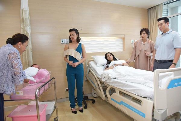 Cháu nội vừa chào đời được vài tiếng, mẹ chồng vào thăm đã bảo: Giống đâu mà lạ và lời đáp nhẹ của con dâu khiến bà tái mặt-2