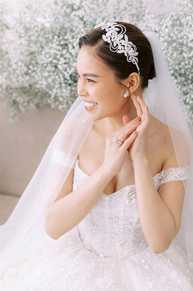 Giang Hồng Ngọc bế con trai chụp ảnh cưới với chồng hơn 8 tuổi-1
