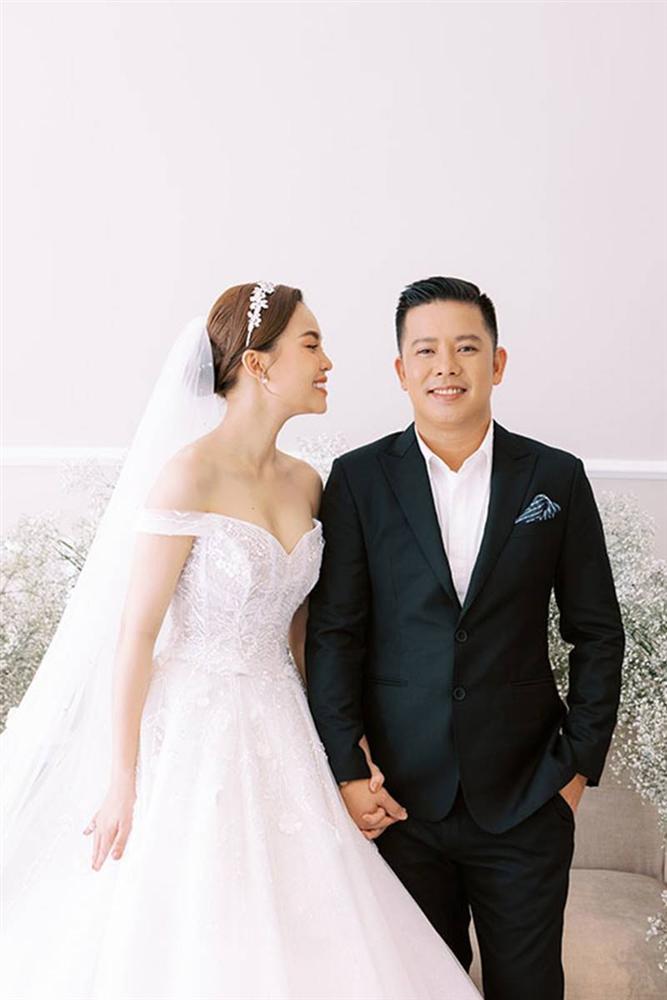 Giang Hồng Ngọc bế con trai chụp ảnh cưới với chồng hơn 8 tuổi-2