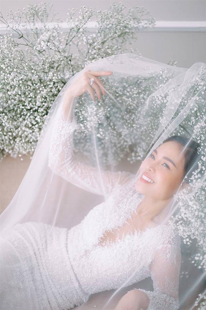 Giang Hồng Ngọc bế con trai chụp ảnh cưới với chồng hơn 8 tuổi-5