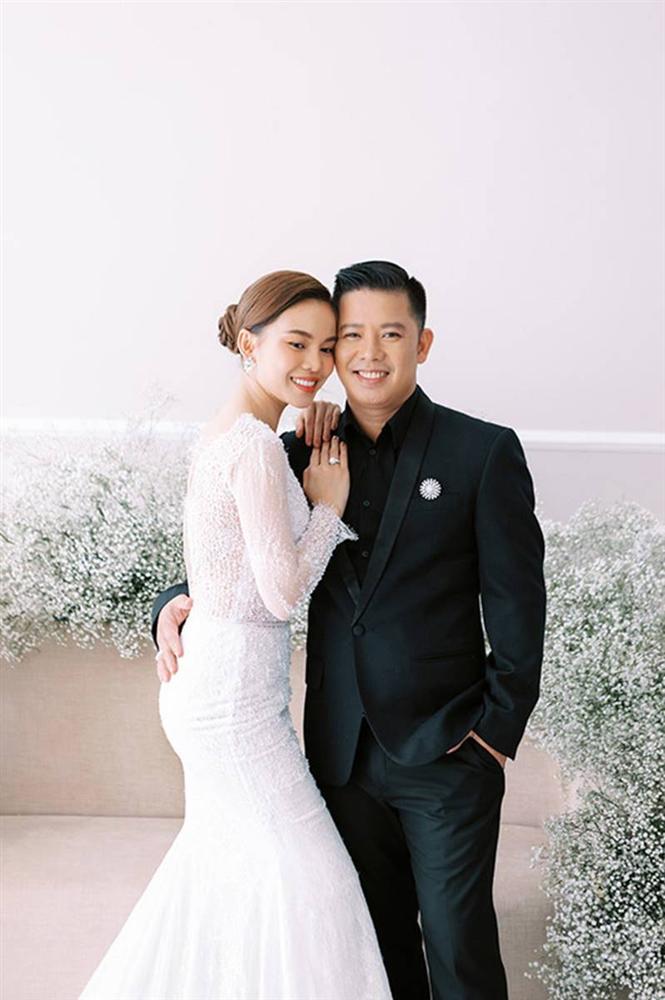 Giang Hồng Ngọc bế con trai chụp ảnh cưới với chồng hơn 8 tuổi-6