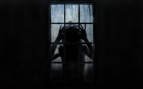 Con gái 6 tuổi khóc, bảo rằng búp bê nhìn mình chằm chằm vào ban đêm, bố mẹ lạnh người khi tìm ra sự thật-3