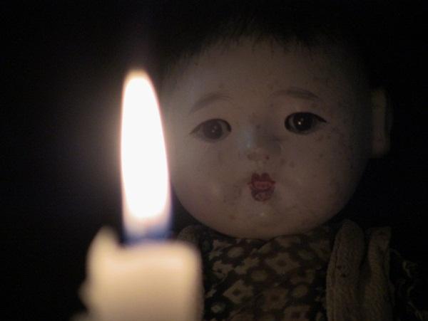 Con gái 6 tuổi khóc, bảo rằng búp bê nhìn mình chằm chằm vào ban đêm, bố mẹ lạnh người khi tìm ra sự thật-4