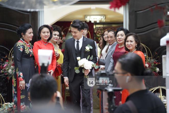 Lễ rước dâu Đông Nhi - Ông Cao Thắng: Lộ diện bố chồng quyền lực của Đông Nhi-35