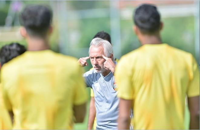 Không có chuyện UAE tính chơi phòng ngự trước Việt Nam-1