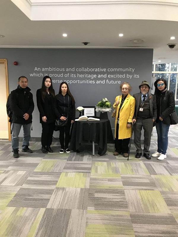 Ảnh: Đại sứ quán và người Việt tại Anh đặt hoa tưởng niệm 39 nạn nhân ở Essex-9