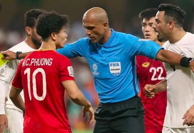 Trọng tài người Nhật điều khiển trận đội tuyển Việt Nam tiếp UAE-2